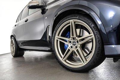 Bản độ của BMW X5 còn nâng cấp kích cỡ bộ mâm lên 22 inch