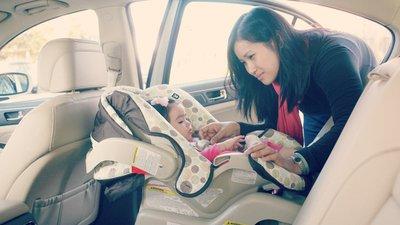 Cần làm gì để tránh bỏ quên trẻ trên ô tô? a3