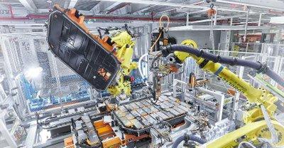 Việc sản xuất xe điện.
