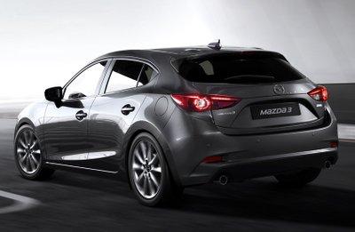 Đuôi xe Mazda 3 được thiết kế thanh thoát nhưng vẫn không kém phần mạnh mẽ.