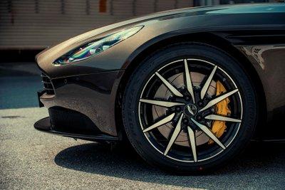 Aston Martin DB11 màu độc giá hơn 16 tỷ vừa về Việt Nam a2