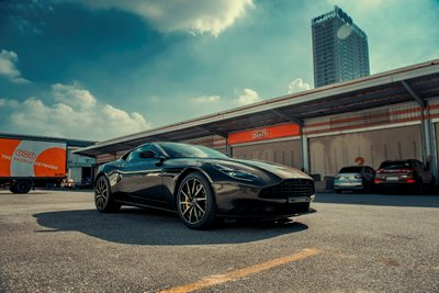 Aston Martin DB11 màu độc giá hơn 16 tỷ vừa về Việt Nam a10