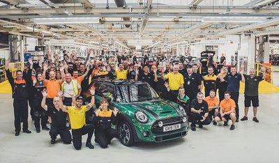 MINI chào mừng chiếc xe thứ 10 triệu xuất xưởng tại nhà máy Oxford a2