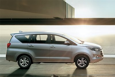 """Toyota Innova """"vượt mặt"""" Mitsubishi Xpander nắm giữ ngôi vương phân khúc MPV tháng 7"""