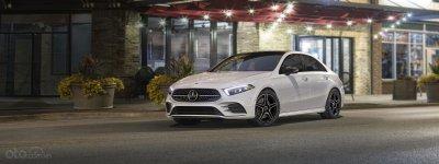 Sedan đầu bảng của Mercedes và BMW trước mối đe dọa xe điện và crossover
