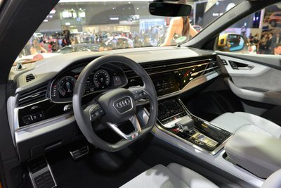 Xe được trang bị nhiều nội thất hiện đại