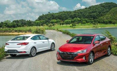Xe facelift có khá nhiều điểm cộng hấp dẫn để khách hàng lựa chọn.