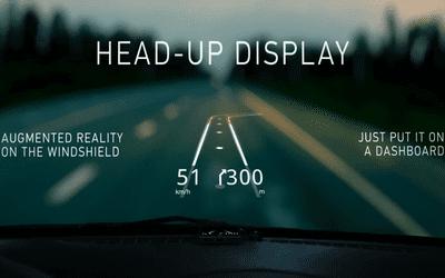 Màn hình head up hiển thị thông tin tốc độ di chuyển của xe, tốc độ vòng tua máy, nhiệt độ két nước.