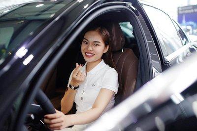 Ca sĩ Giang Hồng Ngọc chi 2,1 tỷ đồng sắm xế sang Mercedes-Benz E 200 2019 a7