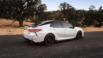 Toyota Camry 2020 TRD trang bị tương đồng SE