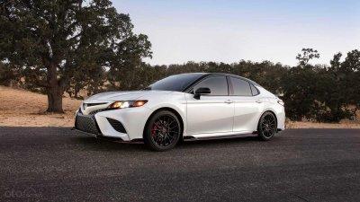 Toyota Camry 2020 TRD chốt giá 744 triệu