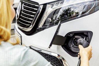 Mercedes-Benz EQV 2020 đầy bình nhanh chóng