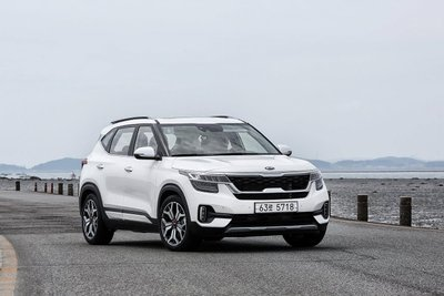 Kia Seltos 2020 chốt giá rẻ bằng một nửa Hyundai Kona a1