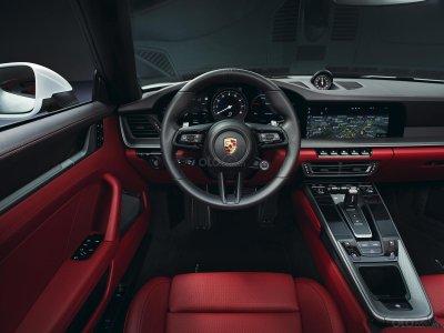 Carrera là phiên bản dành cho những người yêu thích và bắt đầu tiếp cận dòng xe huyền thoại Porsche 911 3.