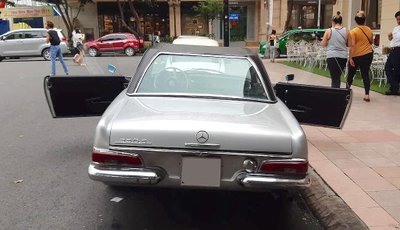 Mercedes 230 SL cổ khoe trọn vẻ đẹp giữa lòng Sài Gòn hoa lệ a9