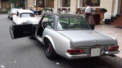 Mercedes 230 SL cổ khoe trọn vẻ đẹp giữa lòng Sài Gòn hoa lệ a4
