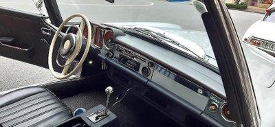 Mercedes 230 SL cổ khoe trọn vẻ đẹp giữa lòng Sài Gòn hoa lệ a7