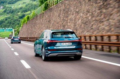 Xe điện Audi E-Tron đi qua 10 nước châu Âu trong 24 giờ a5