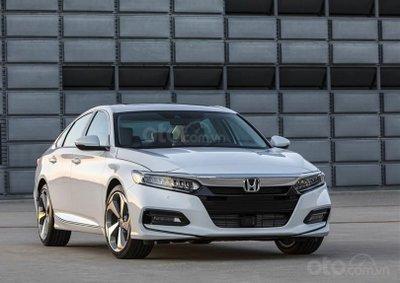 Honda Accord 2019 thế hệ mới bắt đầu được đại lý nhận đặt cọc với giá từ 1,1 tỷ đồng.