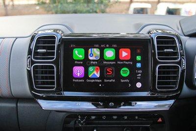 Lắp thêm màn hình để sử dụng Apple CarPlay hoặc Android Auto.
