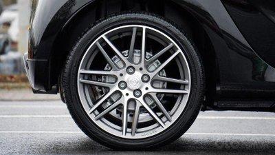 Thay lốp và căn chỉnh bánh xe.
