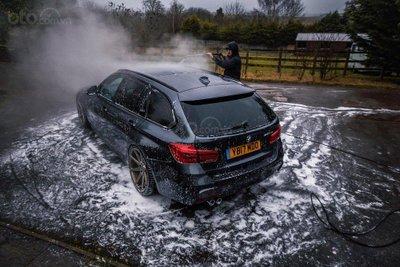 Rửa xe đúng cách.