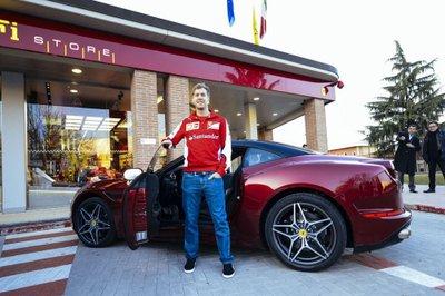Sebastian Vettel và Ferrari California T