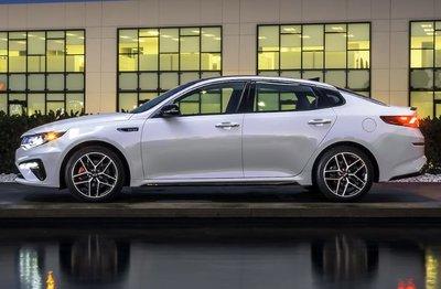 Top 10 xe sedan tiết kiệm nhiên liệu nhất khi chạy trên đường cao tốc - Kia Optima SX Turbo 2019.