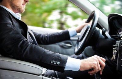 Đừng quên lái thử vài vòng trước khi quyết định thuê xe.