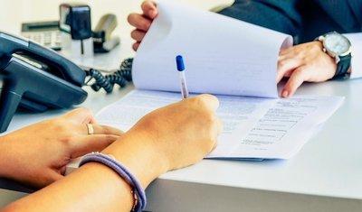 Cần đảm bảo tính chính xác, đầy đủ của hợp đồng và các giấy tờ liên quan khi thuê xe.