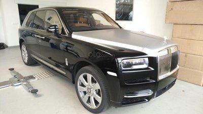 Giá xe Rolls-Royce Cullinan chính hãng rẻ hơn tư nhân tới 8 tỷ đồng.
