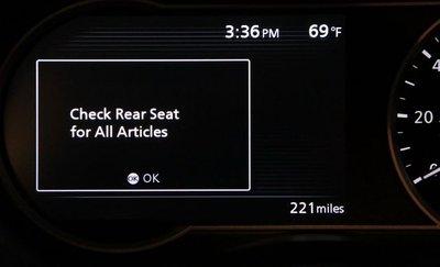 RDA có chức năng phát tín hiệu cảnh báo nhắc nhở tài xế kiểm tra hàng ghế sau khi dừng đỗ xe.