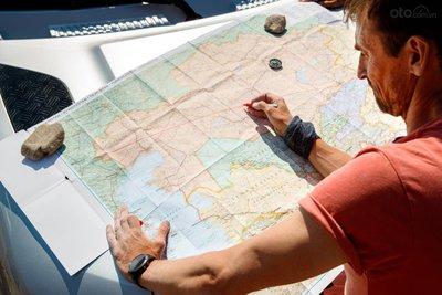 Land Rover Defender 2020 sẽ đi từ Kazakhstan tới Frankfurt.