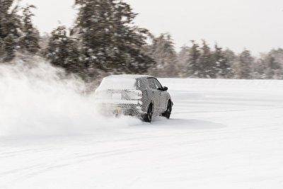 Xe sẽ có khả năng hoạt động ít nhất 483 km mỗi lần sạc đầy theo tiêu chuẩn EPA.