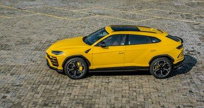 """Chiếc Lamborghini Urus chính hãng thứ 3 về nước với ngoại thất vàng """"chói lóa"""" a2"""
