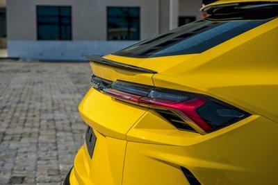 """Chiếc Lamborghini Urus chính hãng thứ 3 về nước với ngoại thất vàng """"chói lóa"""" a3"""