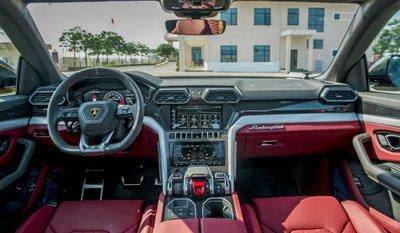 """Chiếc Lamborghini Urus chính hãng thứ 3 về nước với ngoại thất vàng """"chói lóa"""" a5"""