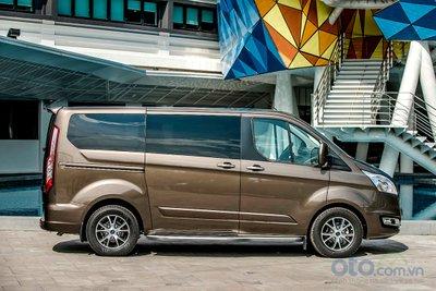 Ngoại hình của Ford Tourneo vuông vức và bề thế.