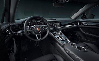 Không gian nội thất của Porsche Panamera 10 Year Edition.