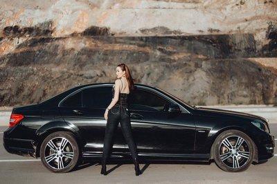 Ngẩn ngơ ngắm người đẹp mơ màng bên Mercedes C300 - Ảnh 6.
