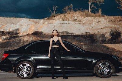 Ngẩn ngơ ngắm người đẹp mơ màng bên Mercedes C300 - Ảnh 5.