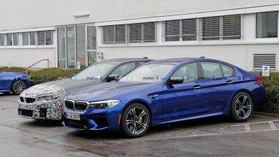 BMW M5 mới đặt cạnh M5 phiên bản hiện hành.