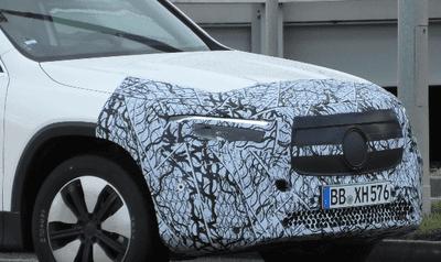 Lưới tản nhiệt phẳng và mịn hơn Mercedes-Benz GLB Class.
