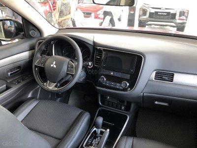 Giảm giá niêm yết gần 52 triệu đồng, Mitsubishi Outlander tham vọng đấu Honda CR-V a2