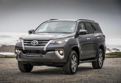 Toyota Fortuner là mẫu xe ô tô 500 triệu 7 chỗ loại cũ đáng mua.