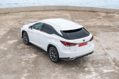 Lexus RX cũng được nâng cấp khung gầm RX.