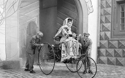 Ô TÔ ĐẦU TIÊN: Benz Patent-Motorwagen (1886).