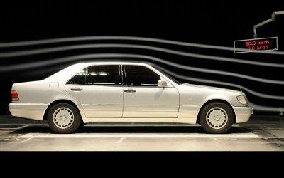HỆ THỐNG HỔ TRỢ PHANH: Mercedes-Benz S-Class (1996).