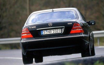 HỆ THỐNG MỞ CỬA TỪ XA: Mercedes S-Class (1998).