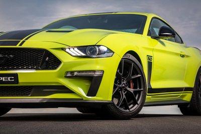Ford Mustang R-Spec 2020 sở hữu bộ mâm hợp kim Ford Performance 19 inch đi kèm lốp Michelin Pilot Sport 4S.